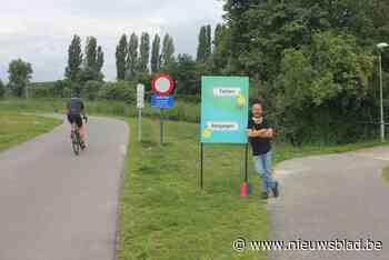 """Nieuwe wegwijzer stuurt fietsers weg van cafés: """"Dit bord moet dringend weg, ik heb veel minder klanten"""""""