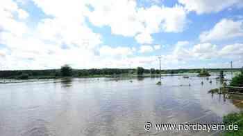 Lkw blieb zwischen Willersdorf und Haid im Hochwasser stecken - Nordbayern.de