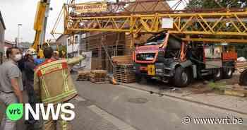 Kraan valt op vrachtwagen in Zele, chauffeur zwaargewond naar ziekenhuis gebracht - VRT NWS