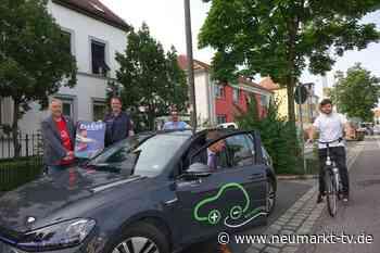 """""""twist & schaut"""" – Unfälle durch aufgerissene Autotüren mit dem Schulterblick verhindern - Neumarkt TV"""