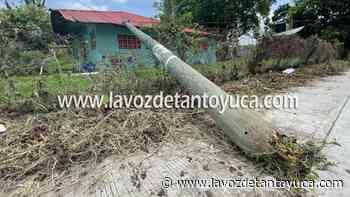 12/07/2021 Tractocamión derriba poste de Telmex, en Tantoyuca - La Voz De Tantoyuca