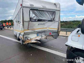 Unfall : Wohnmobil rammt Wohnwagen auf der A7 bei Herbrechtingen - Heidenheimer Zeitung