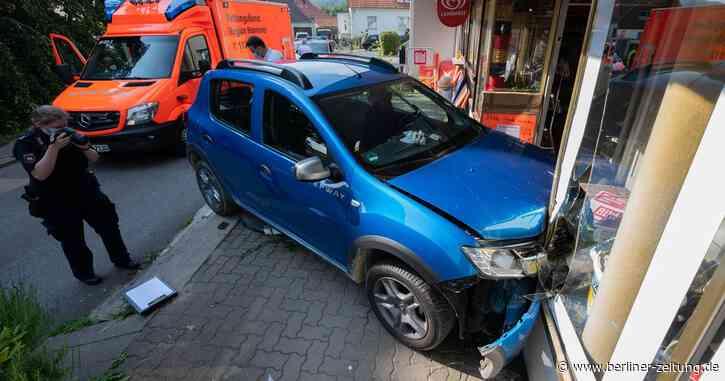 Unfall: Auto fährt in Springe in Schaufenster, Fahrer stirbt - Berliner Zeitung