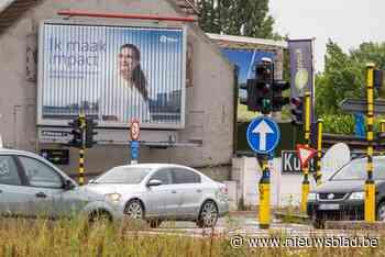 """Overheid vecht al vijf jaar tegen groot reclamebord langs A12: """"Zwart kruispunt"""" - Het Nieuwsblad"""