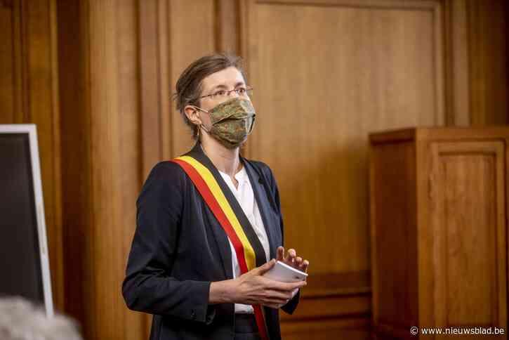 """Burgemeester Molenbeek spreekt van """"alternatieve publieke opinie"""", die """"vijandig is voor vaccin"""""""