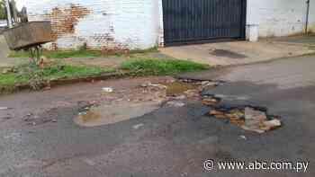 Total abandono de la calle Nivaclé, de Lambaré - Crónicas Ciudadanas - ABC Color