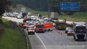 Opel kracht in Leitplanke: Unfall auf A7 zwischen Hamburg und Quickborn: Fünf Menschen verletzt   shz.de - shz.de
