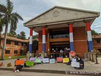Piden informes sobre cierre de la carrera Letras-UNA de Caacupé - Nacionales - ABC Color