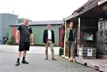 Huis van de Tomaat hangt AED-toestel voor werknemers en buurt - Het Nieuwsblad