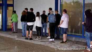 Ohne Termin: Menschen standen für Corona-Impfung Schlange - Nordbayern.de