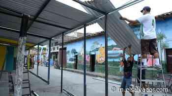 Desmantelan puestos de ventas de las fiestas patronales en Apastepeque tras anuncio de suspensión de festejos - elsalvador.com