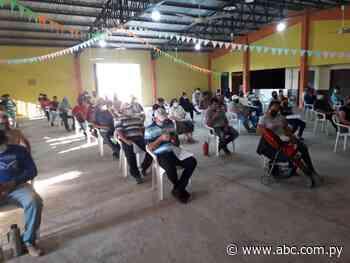 Masiva concurrencia de personas en el vacunatorio de Fuerte Olimpo - Nacionales - ABC Color