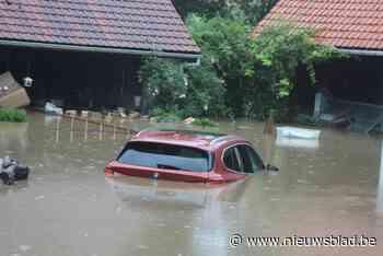 """Woningen en auto onder water: """"Opmerkelijk hoe snel het water steeg"""""""