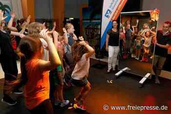 Überraschung für Tanzmädels aus Meerane: Proben vor einem Spiegel - Freie Presse