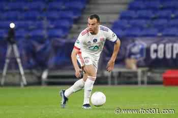 Officiel : Benlamri quitte l'OL pour le Qatar - Foot01.com