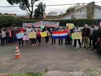 Vigilia frente a la Contraloría en repudio al intendente de Abaí - Nacionales - ABC Color