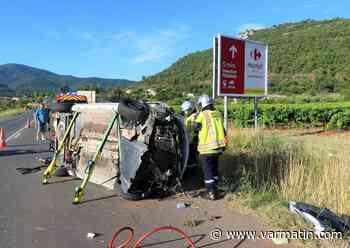 Une voiture se retourne sur la départementale vers Gonfaron, le conducteur piégé - Var-Matin