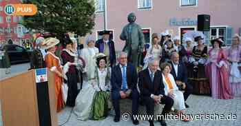 Berching enthüllt die Gluck-Statue - Mittelbayerische