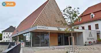 Neue Kulturhalle in Berching hat Risse - Mittelbayerische