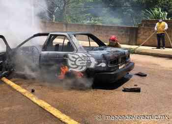 Asaltan a taxista e incendian su unidad en Acayucan - Imagen de Veracruz