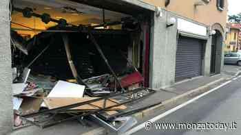 Il furgone a tutta velocità contro la vetrina e il doppio assalto nella notte - MonzaToday