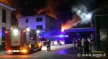 Brugherio, paura per le fiamme alla MagniPlast: capannone distrutto, timori per l'aria malata - leggo.it