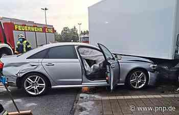 Mit quietschenden Reifen in einen Lastwagen gekracht - Passauer Neue Presse