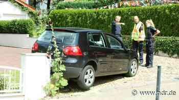 Oyten: 82-Jährige stirbt bei Unfall an Grundstücksmauer - NDR.de