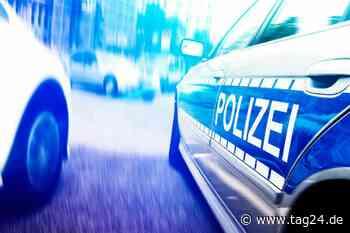 Besoffener Autofahrer zieht sich in Polizeieinfahrt um: Führerschein weg - TAG24