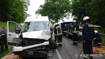 Vollsperrung nach Notruf: Zwei Verletzte nach Unfall auf B5 zwischen Templin und Falkenhagen - moz.de