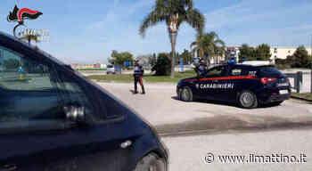 Afragola, si denuda davanti alle donne e strappa la mascherina ai carabinieri: arrestato - Il Mattino.it - ilmattino.it