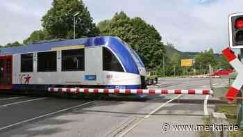 Lenggries/Bayern: Blitz schlägt in Bahnschranke ein - Passagiere sitzen nachts im Zug fest - Merkur Online
