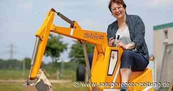 Seit 2007 betreibt Ursula Meyer ihren Baggerpark im emsländischen Haren - Saarbrücker Zeitung