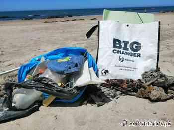Máscaras usadas e resíduos recolhidos no areal na praia de Apúlia em Esposende - Semanário V