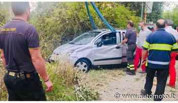 Rozzano: in auto nel Lambro, salvato da due automobilisti di passaggio - Automoto.it