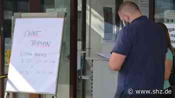 Warteschlangen vor Impfzentrum: Große Nachfrage bei offener Impfaktion in Prisdorf und Elmshorn | shz.de - shz.de