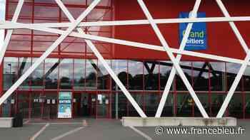 Covid-19 : Grand Poitiers demande des aides pour le co-financement de son vaccinodrome - France Bleu