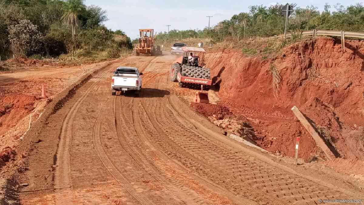 MOPC habilita camino auxiliar tras derrumbe de puente en Tacuatí - ÚltimaHora.com