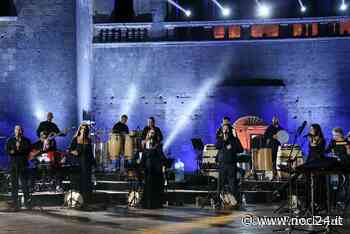 """Noci Estate 2021: dal 19 luglio si aprono le prenotazioni per la Serata dell'Emigrante Con l'Orchestra Popolare de """"La Notte della Taranta"""" - NOCI24.it"""