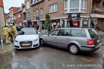 Auto's botsen op kruispunt: bestuurster gewond (Bornem) - Het Nieuwsblad