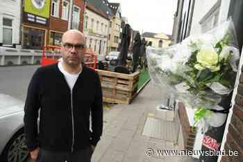 Hiphopbende richtte precies tien jaar geleden bloedbad aan in Torhout: overlevers leggen bloemen neer op plek waar Jeroen (21) stierf