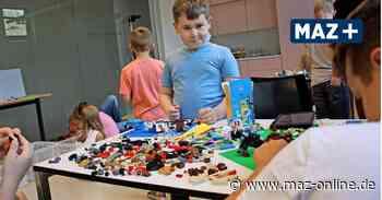 Luckenwalde: Kinder bauen Lego-Zoo in der Bibliothek - Märkische Allgemeine Zeitung