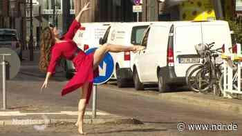 Hamburger Fotograf verbindet Tanz mit Architektur - NDR.de