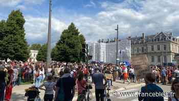 EN IMAGES - Plusieurs milliers de manifestants dans les rues de Grenoble pour dire non au pass sanitaire - France Bleu