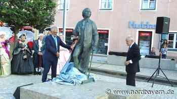 Gluck-Statue in Berchinger Altstadt feierlich enthüllt - Nordbayern.de
