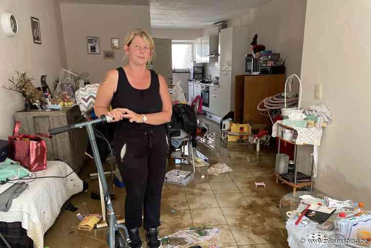 """Ook in Vlaams-Brabant wordt ravage pijnlijk duidelijk na overstroming: """"Het ergste? Dat ik foto's van mijn overleden dochter kwijt ben"""""""