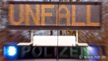 Drochtersen: Motorradfahrer stirbt nach Kollision mit Baum - NDR.de