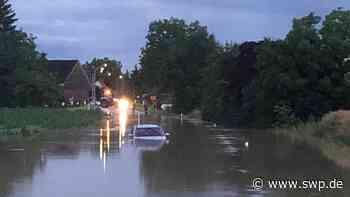 Hochwasser um Ehingen : Nach Starkregen: Überflutete Straßen bei Ehingen, Wasser im Wohngebiet in Rottenacker - SWP
