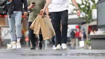 Einkaufen in der Outletcity Metzingen: Sollen Geschäfte wegen Corona jeden Sonntag öffnen dürfen? - SWP