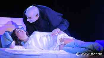 "Abgedrehte Horror-Show: ""Nosferatu"" spukt in Wismar - NDR.de"